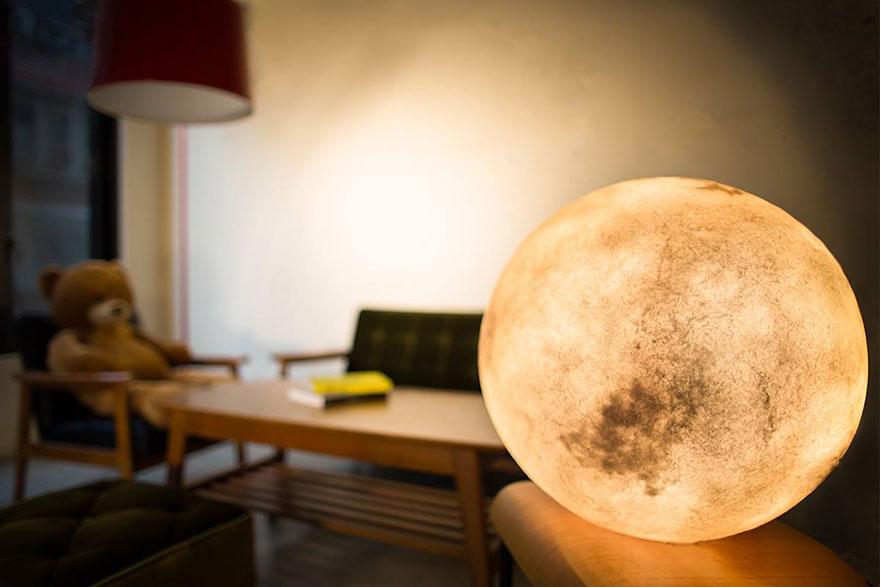 Ksiezycowa lampa Luna dekoracja, ktora zamienia przestrzen w magiczny swiat