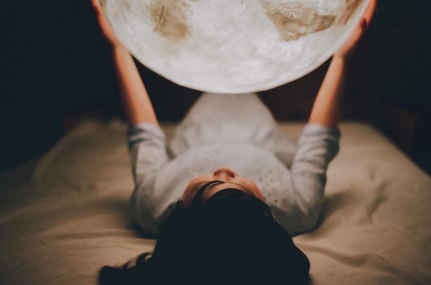 Ksiezycowa lampa Luna dekoracja, ktora zamienia przestrzen w magiczny swiat8