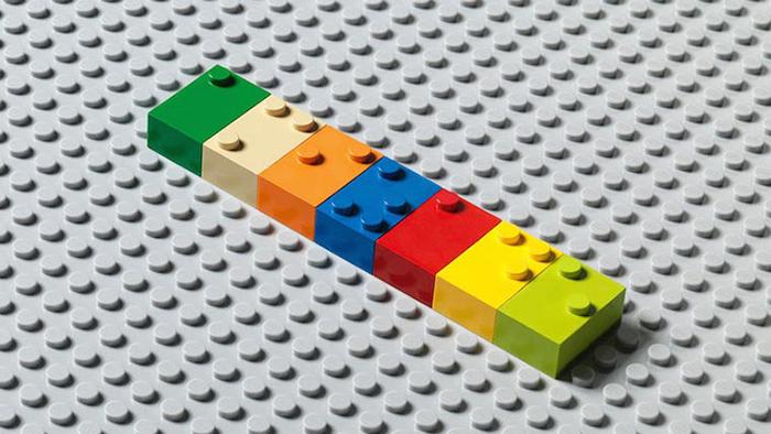 Dzieci ucza się Braille'a za pomoca klockow wygladajacych jak Lego