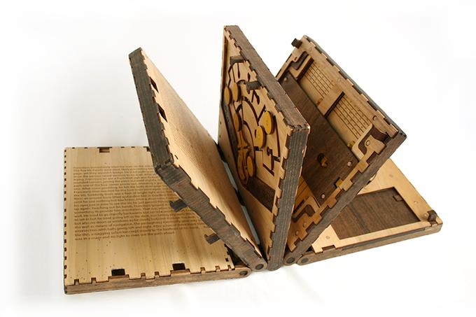 Codex Silenda drewniana ksiazka z łamiglowkami2