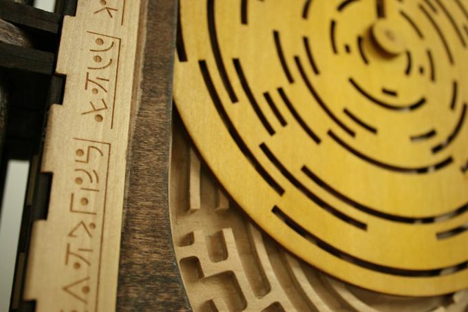 Codex Silenda drewniana ksiazka z łamiglowkami4