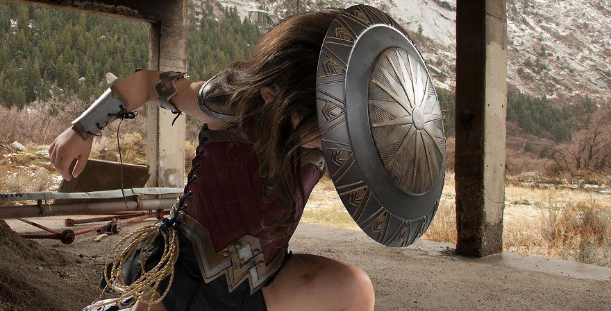 Ojciec spelnia marzenie trzyletniej corki i przemienia ja w Wonder Woman15