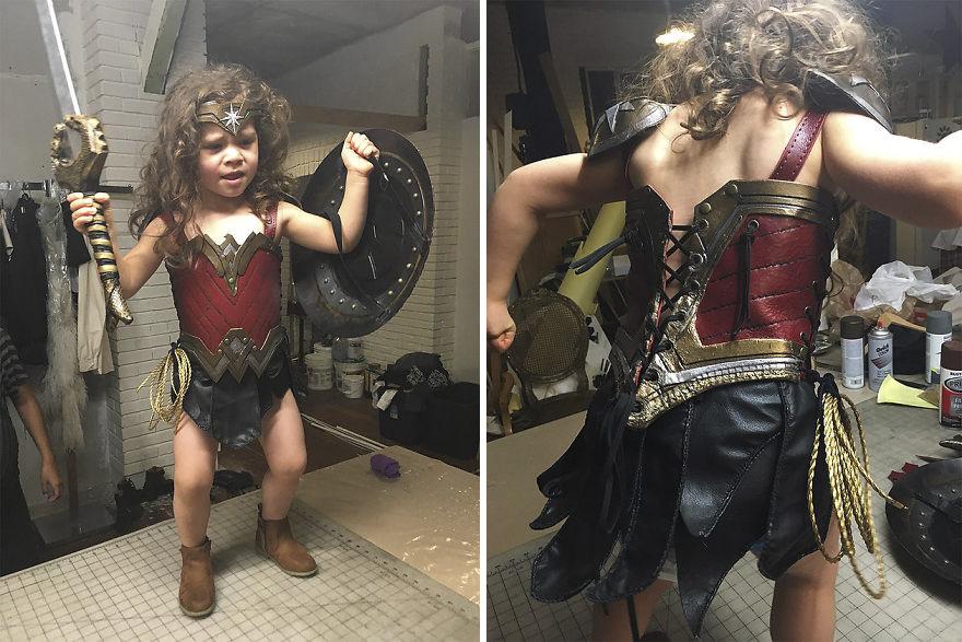 Ojciec spelnia marzenie trzyletniej corki i przemienia ja w Wonder Woman3