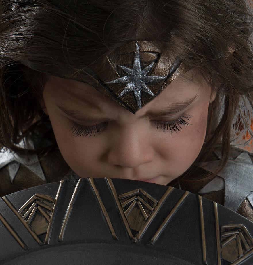 Ojciec spelnia marzenie trzyletniej corki i przemienia ja w Wonder Woman6